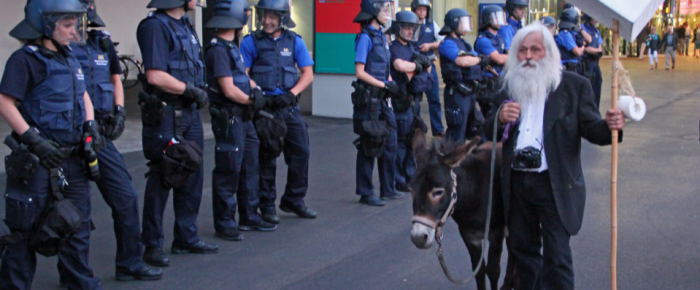 gesichtet #37: Esel, Favelas und Gummigeschosse