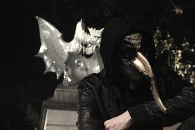 tiz mit maske und basilisk