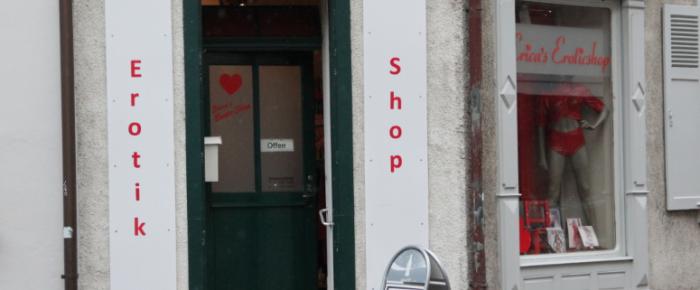 gesichtet #52: Porno, Poulet und Poetry Slam – über den Wandel am Burgfelderplatz