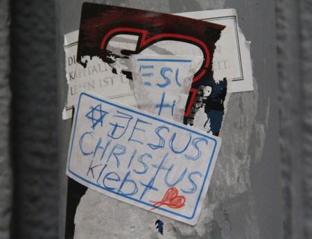 Jesus-Christus-klebt