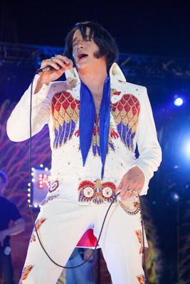 Brendan Fraser als Elvis-Imitator Ricky. (Bild: zVg)