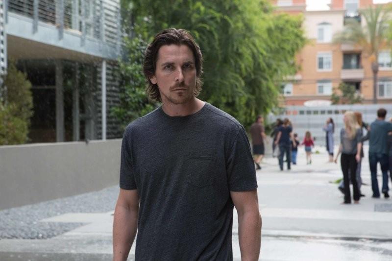 I hate Mondays: Christian Bale als Drehbuchautor Rick. (Bild: zVg)
