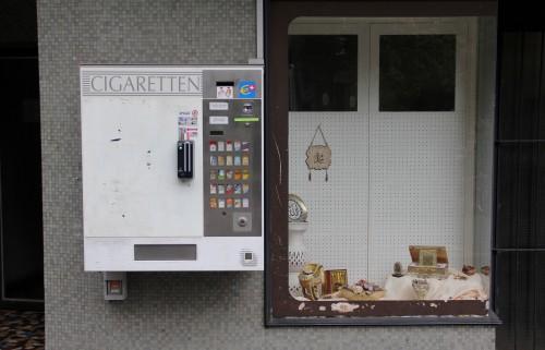 zigarettenautomat-und-moschee