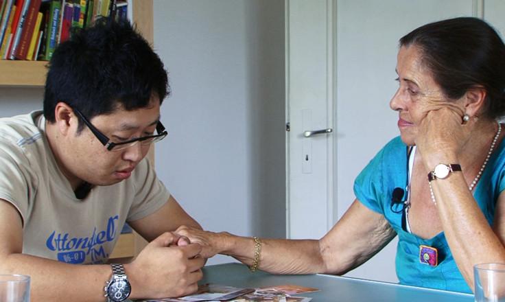 Mischa Steiner mit seiner Basler Mutter. (Bild: zVg)