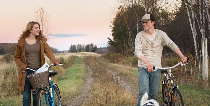 Casey (Sophie Nélisse) und Jonas (Josh Wiggins)  freunden sich schnell an... (Bild: zVg)