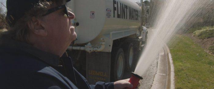 Wir alle trinken giftiges Wasser – Michael Moores «Fahrenheit 11/9»